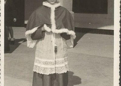 1954: The altar boy ... of solemn mass